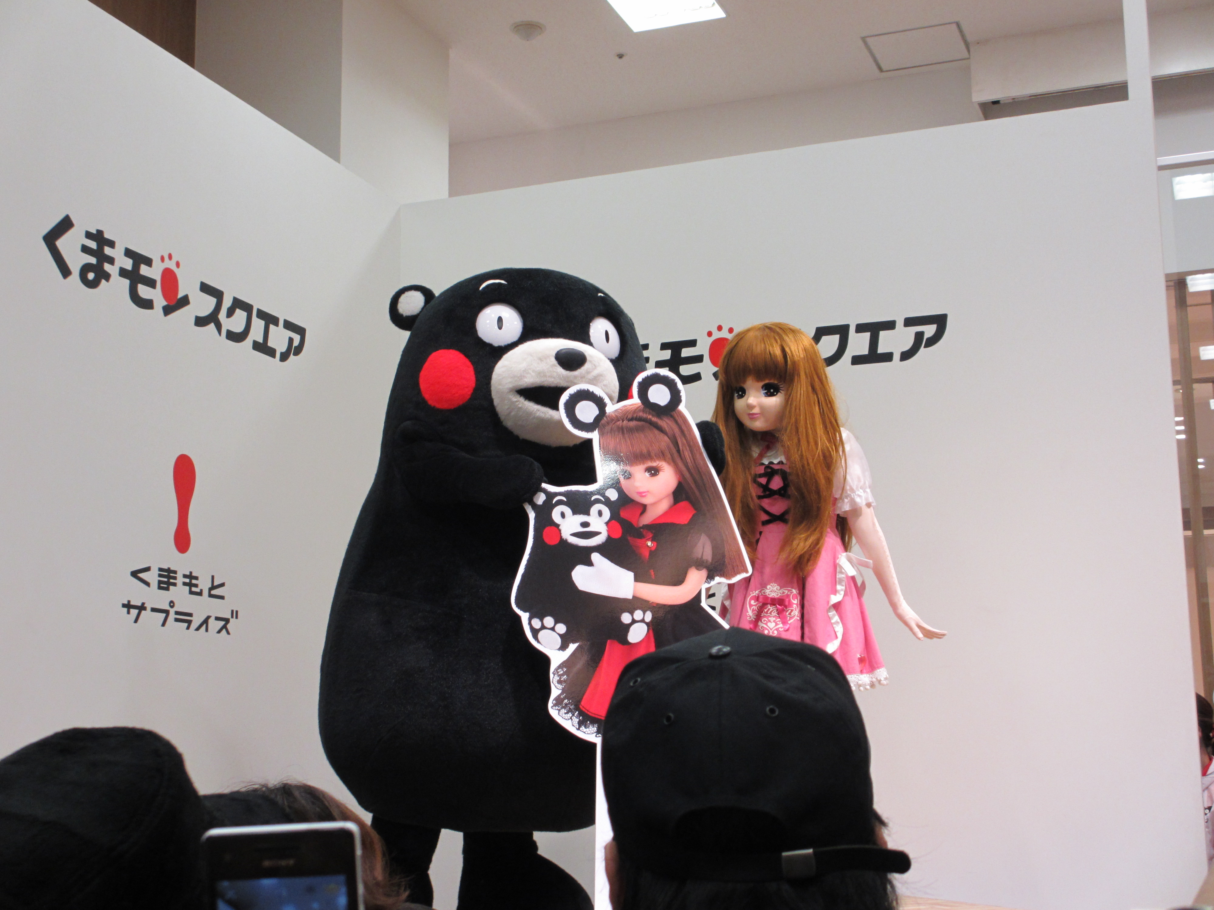 くまモンとリカちゃん リカちゃん人形をアピール