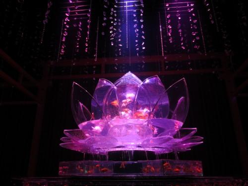 蓮の花をイメージしたアートアクアリウム