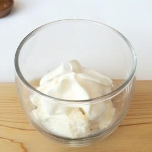みあげ湯葉、豆乳のムースと和辛子エスプーマのカクテル仕立て