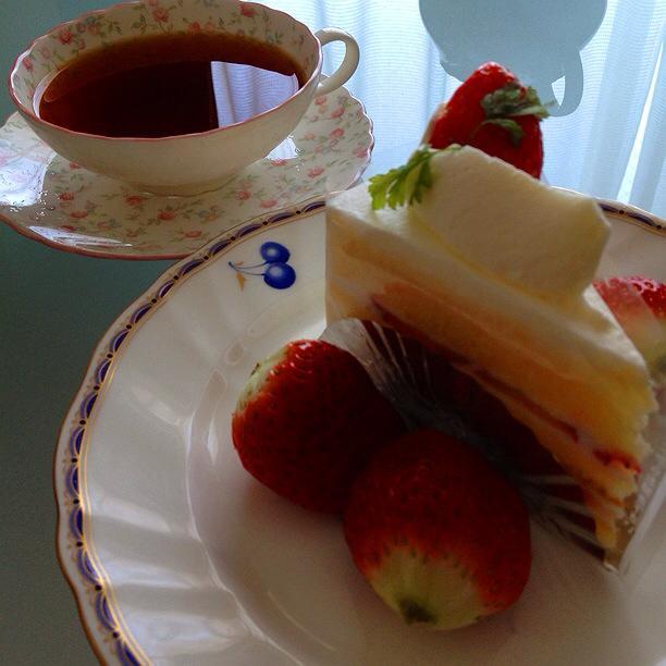 苺のケーキとイチゴ