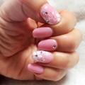 熊本のお気に入りネイルサロン:ピンクのジェルに手描きのお花とストーンで可愛い♪